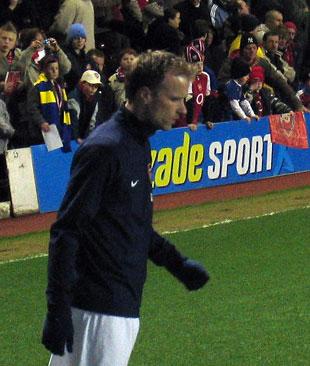Dennis Bergkamp värmer upp